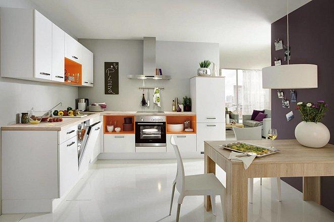 Witte moderne hoekkeuken met kleur accent - Afbeelding 2 van 3