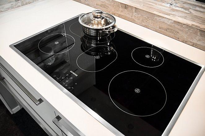 Moderne keuken met Siemens apparatuur - Afbeelding 2 van 4