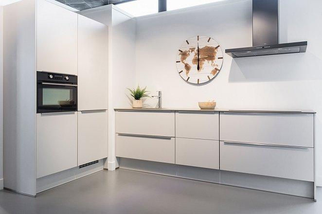 Rechte keuken met kastenwand in lichtgrijs - Afbeelding 1 van 7