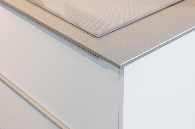 Rechte keuken met kastenwand in lichtgrijs - Afbeelding 5 van 7