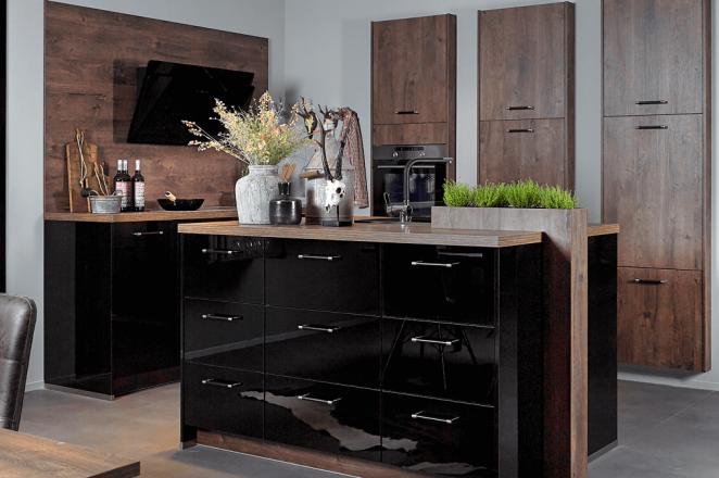 Glans zwarte design keuken met houten elementen - Afbeelding 1 van 1