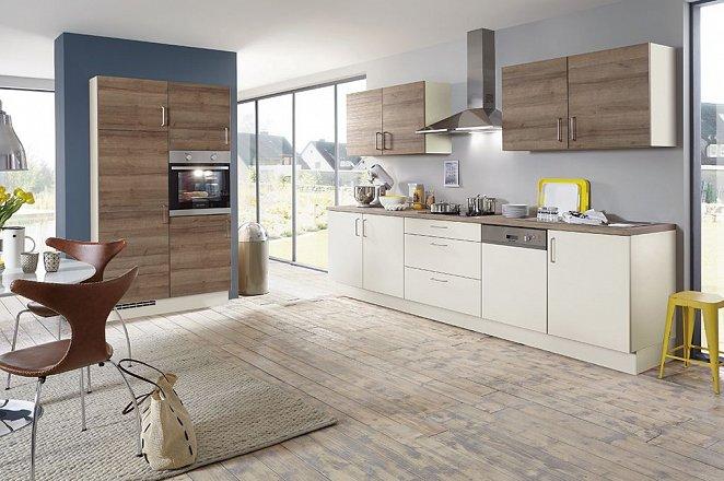 Rechte crème kleurige keuken met houten werkblad - Afbeelding 2 van 2