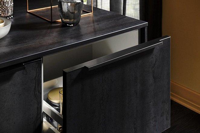 Zwarte keuken met spoeleiland - Afbeelding 8 van 10
