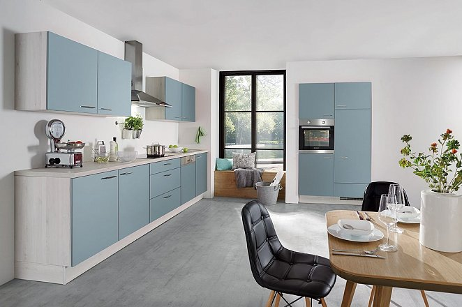 Rechte blauwe keuken met licht houten elementen - Afbeelding 1 van 1