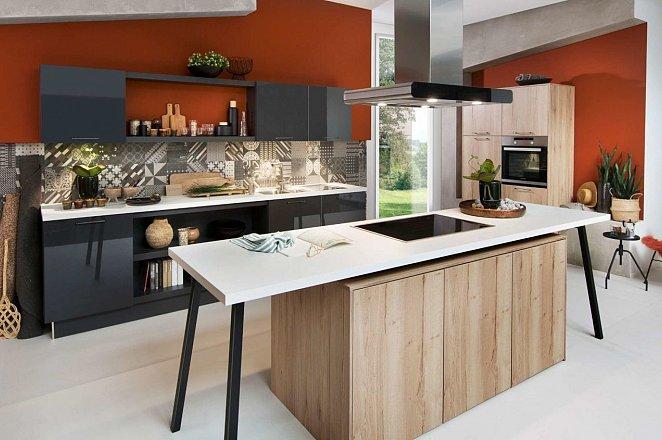 Hout/zwarte keuken met losse elementen - Afbeelding 1 van 2