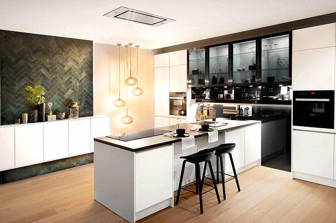 Witte keuken met losse elementen - Afbeelding 1 van 3