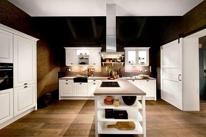 Witte keuken met losse keukenelementen - Afbeelding 1 van 2