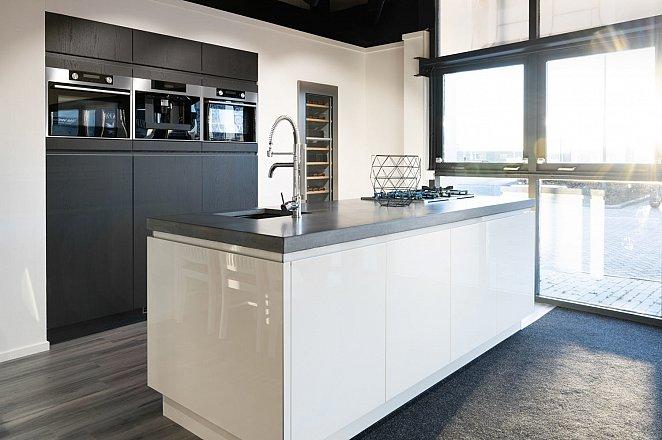 Eiland keuken in wit hoogglans lak/eiken basalt - Afbeelding 1 van 10