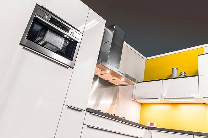 Moderne hoekkeuken in hoogglans wit - Afbeelding 7 van 9