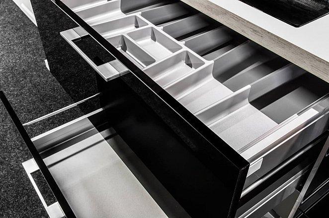 Rechte keuken in hoogglans zwart - Afbeelding 7 van 8