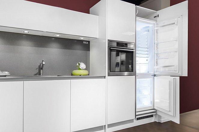 Paralle keuken in hoogglans wit - Afbeelding 2 van 8