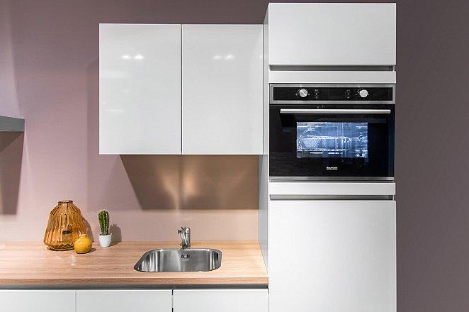 Rechte witte keuken met kunststof werkblad - Afbeelding 8 van 10