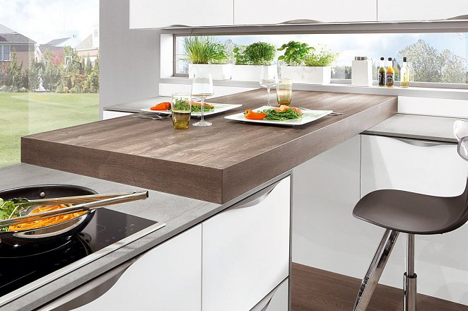 Ruime witte keuken in T-vorm - Afbeelding 4 van 4