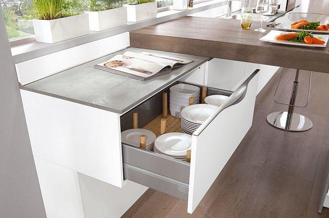 Ruime witte keuken in T-vorm - Afbeelding 3 van 4