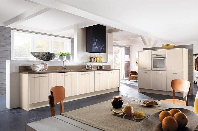 Rechte keuken met vrijstaande kastenwand - Afbeelding 1 van 1