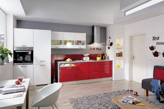 Trendy keuken met hoogglans fronten en kastenmodule - Afbeelding 1 van 1