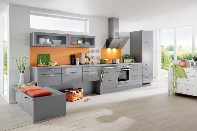 Grijze hoogglans keuken in rechte opstelling met zitje - Afbeelding 1 van 1