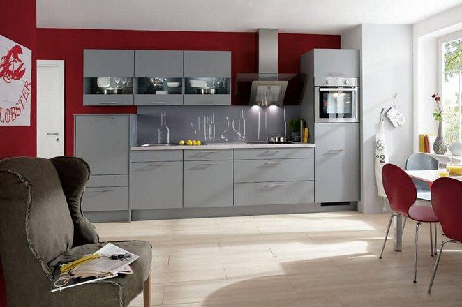 Moderne design keuken met grote lades, glasdesign wandkasten en een frisse achterwand.  - Afbeelding 1 van 1