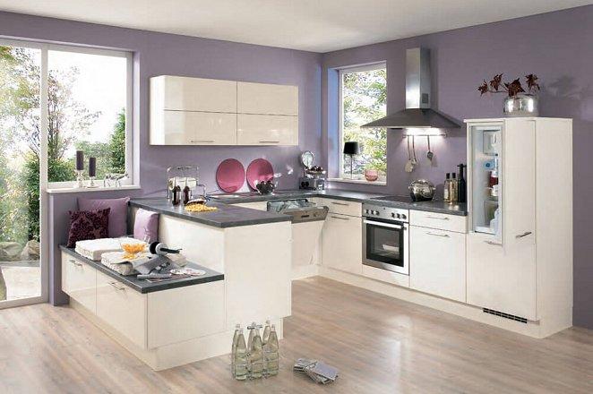 Ruime luxe design U-keuken met veel werk- en opbergruimte. - Afbeelding 2 van 3