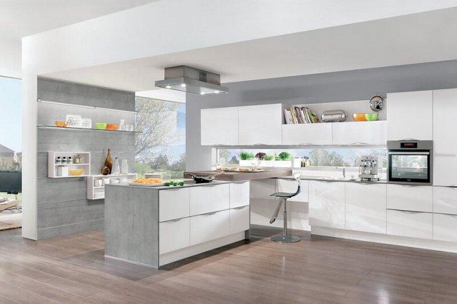 Moderne keuken in ruime T-opstelling - Afbeelding 1 van 4