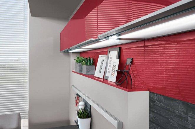 Ruime keuken uitgevoerd in hoogglans rood - Afbeelding 2 van 5