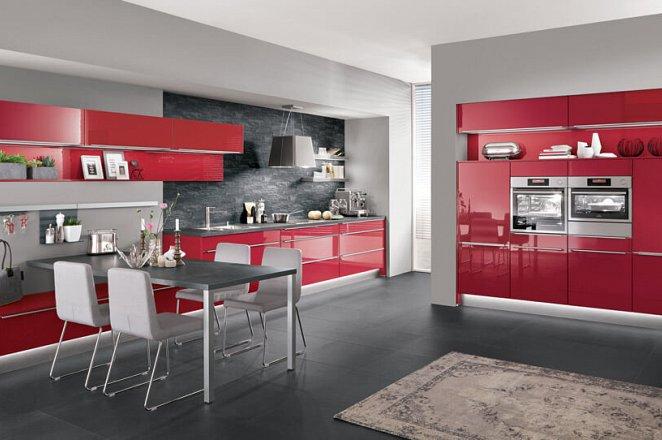 Ruime keuken uitgevoerd in hoogglans rood - Afbeelding 3 van 5