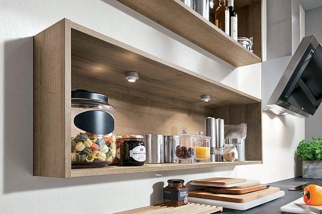 Ruime keuken in U-opstelling - Afbeelding 2 van 7
