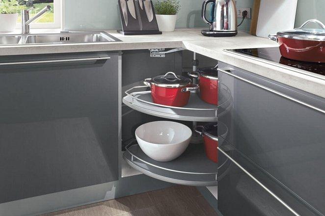 Ruime moderne keuken in U-opstelling - Afbeelding 4 van 8