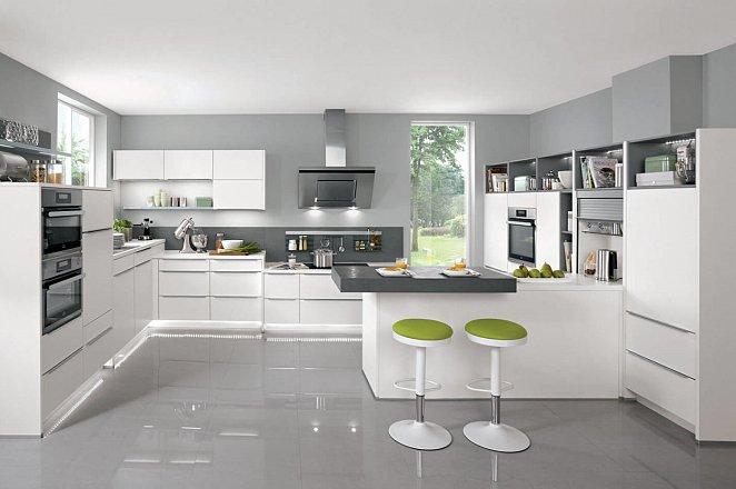 Ruim opgezette keuken met eiland en eetgedeelte - Afbeelding 4 van 17