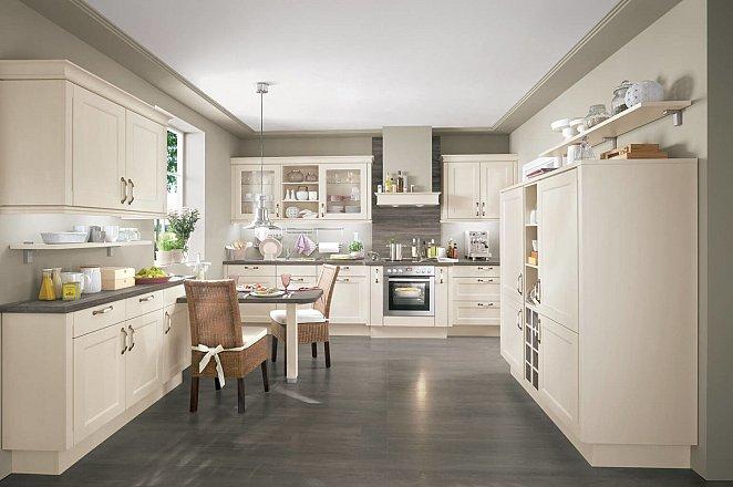Landelijke keuken in klassiek vanille - Afbeelding 1 van 6