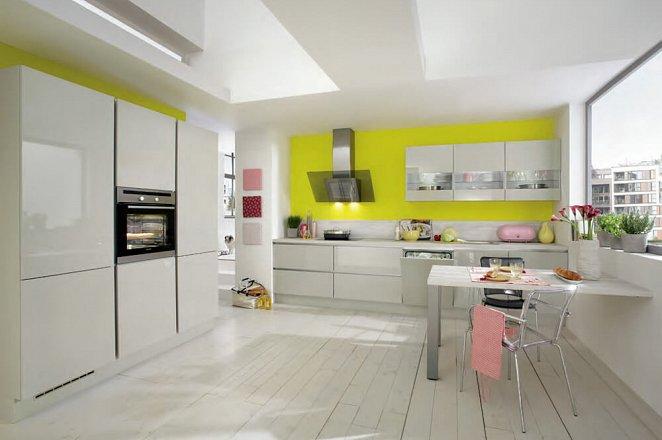 Grote design keuken in rechte opstelling met kastenmodule - Afbeelding 1 van 3