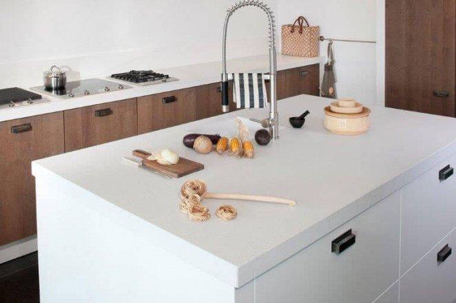 Prachtige robuuste keuken met wit spoeleiland - Afbeelding 1 van 1