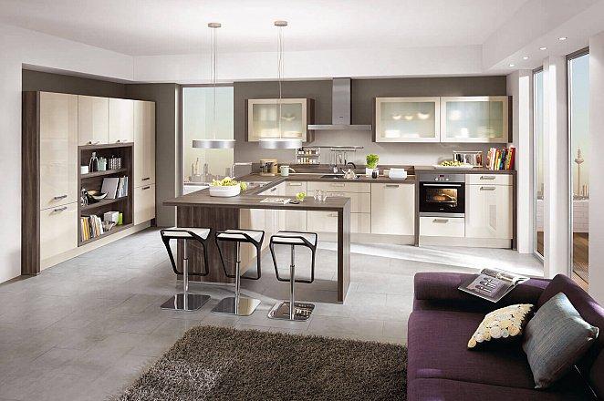 Moderne keuken in U-opstelling - Afbeelding 1 van 2