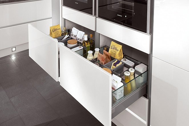strakke greeploze keuken in hoogglans wit  keukens op maat, Meubels Ideeën