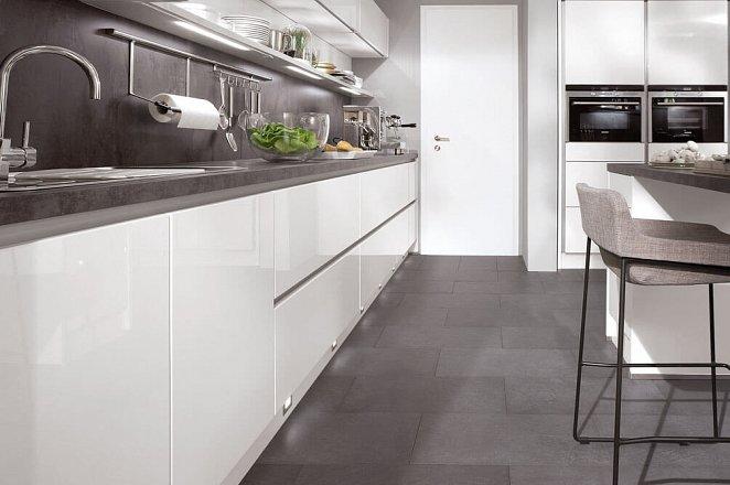 Strakke greeploze keuken in hoogglans wit - Afbeelding 10 van 10